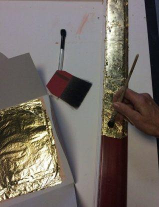 restauration dorure sur cadre en bois
