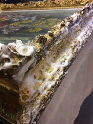 travail de restauration - cadre doré nettoyage