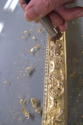 travail de dorure sur cadre sur mesure par Les Baguettes Magiques, Virginie Breton encadreur à Lyon