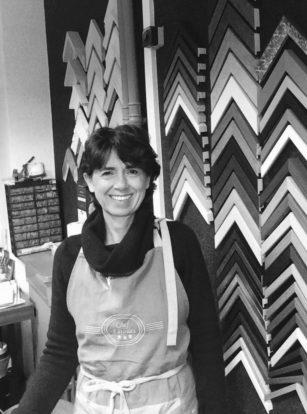 portrait de Virginie Breton encadreur et restaurateur d'art. Atelier Les Baguettes Magiques à Lyon Croix-Rousse