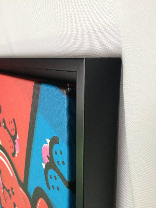 encadrement d'une toile sur châssis de Birdy Kids avec une cadre style caisse américaine noire
