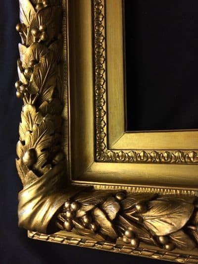 cadre ancien en bois doré restauré