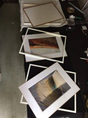 encadrement photo de collection avec un passe-partout et baguette fine blanche